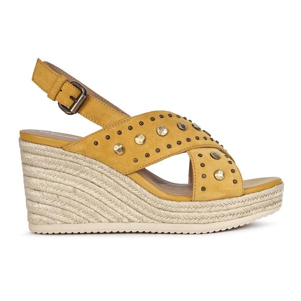 Фото №1 - Модные хиты недели: туфли «Кейт Миддлтон», винтажные часы, «доброе» платье