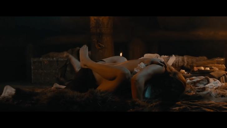 Фото №1 - 8 самых ужасных постельных сцен в кино