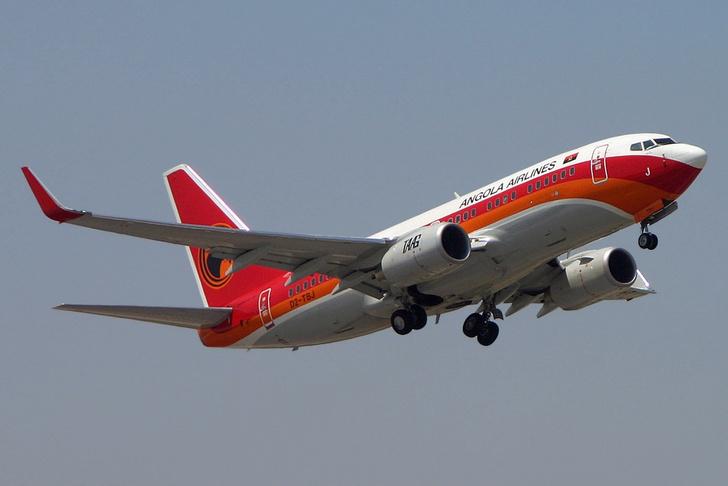 Фото №1 - Самолет совершил экстренную посадку из-за забытого в багажном отсеке грузчика