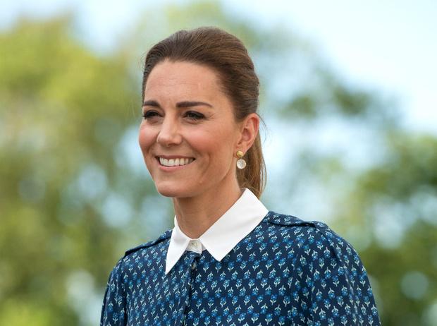 Фото №2 - «На 10 лет моложе»: неожиданная бьюти-трансформация герцогини Кейт