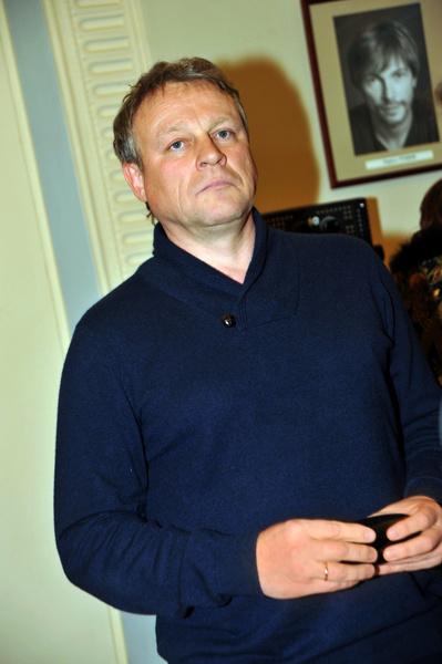 Фото №1 - Принтер, стол, компьютер: Сергей Жигунов судится за арестованные личные вещи
