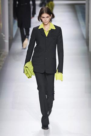 Фото №11 - Вместо джинсов: модные брюки осени и зимы 2020/21