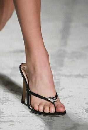 Фото №29 - Самая модная обувь весны и лета 2021: советы дизайнеров