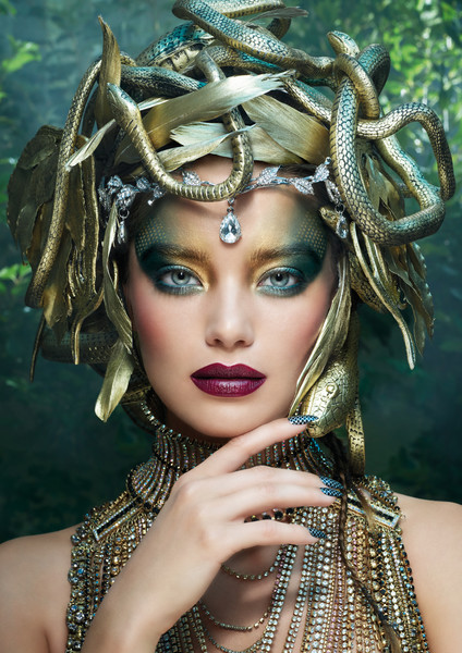 Фото №1 - Не смотри на меня: как создать образ Медузы Горгоны на Хэллоуин