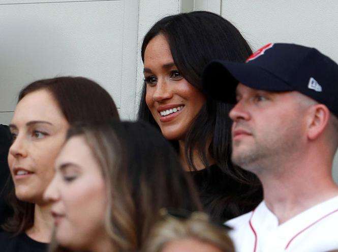 Фото №10 - Меган Маркл неожиданно появилась на благотворительном матче в Лондоне