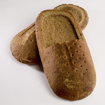 Фото №2 - Оригинальная обувь из хлеба