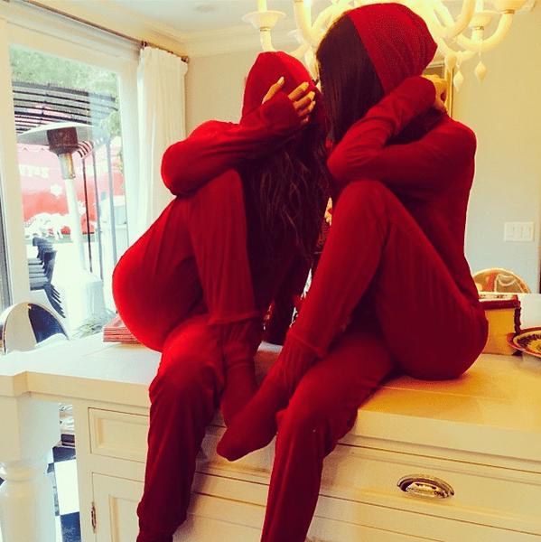 Фото №12 - Звездный Instagram: Знаменитости в забавных париках, масках и костюмах
