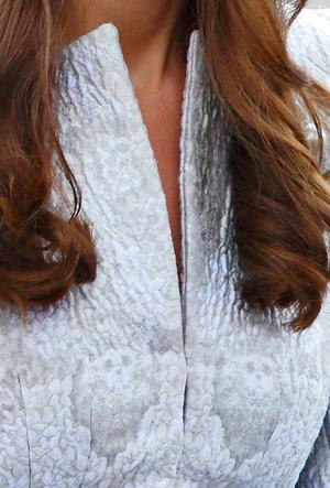 Фото №14 - Было/стало: как дизайнеры перешивают свои наряды ради Кейт Миддлтон