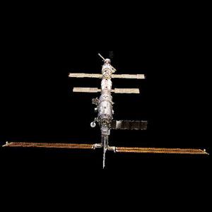 Фото №1 - Астронавты в четвертый раз вышли в космос