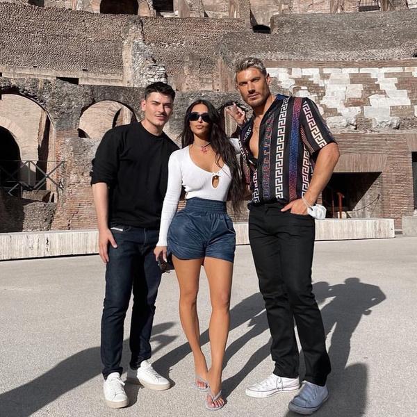 Фото №3 - Ты ни за что не угадаешь, с кем Ким Кардашьян отдыхает в Риме