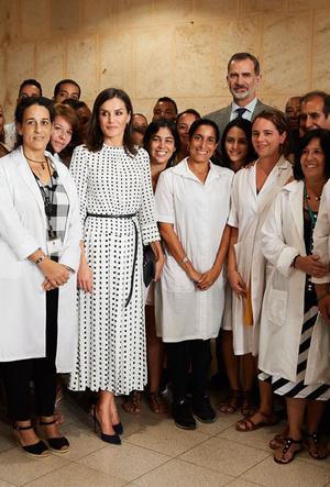 Фото №19 - Все образы королевы Летиции в туре по Кубе: классика и элегантность