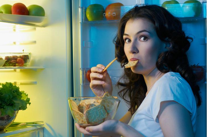 Фото №1 - Ночные перекусы вредят мозгу и ухудшают память