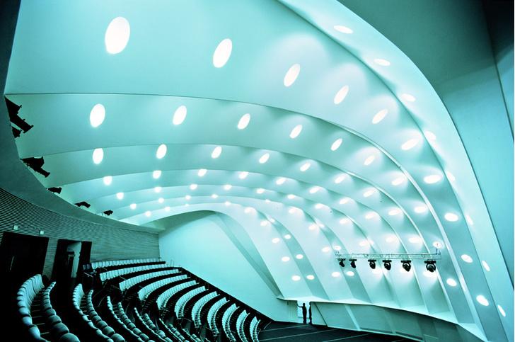 Фото №3 - Эпохальные сцены: 12 самых необычных театров мира