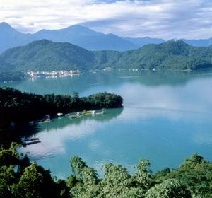 Фото №1 - Туристы угрожают тайваньскому озеру