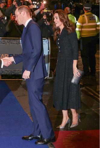 Фото №4 - Украшение со смыслом: герцогиня Кейт и ее «ювелирный реверанс» Королеве