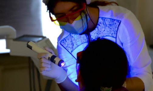 Фото №1 - Впервые в России. Петербургские стоматологи начали выявлять агрессивный рак за неделю