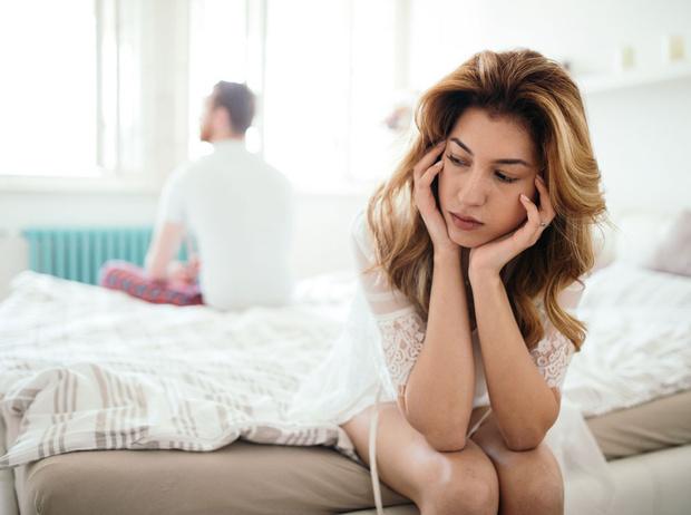 Фото №1 - Нездоровые сценарии в отношениях: как освободиться от ролей, которые мы играем