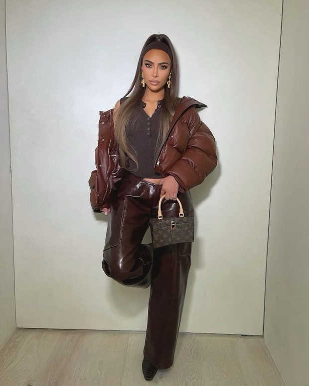 Ким Кардашьян показывает, как носить один из самых актуальных оттенков будущей весны
