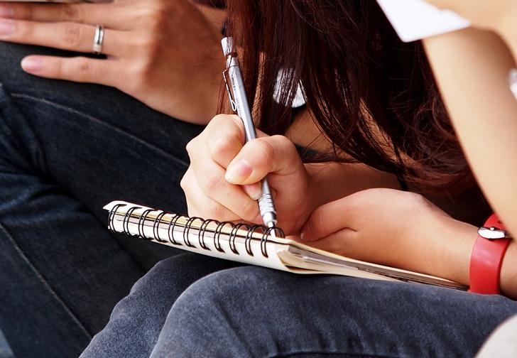 Фото №4 - Что расскажет о тебе твоя манера держать ручку (если верить психологам)
