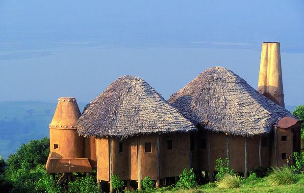 На вид — скромные хижины, а на самом деле — один из самых роскошных отелей в Танзании, Ngorongoro Crater Lodge