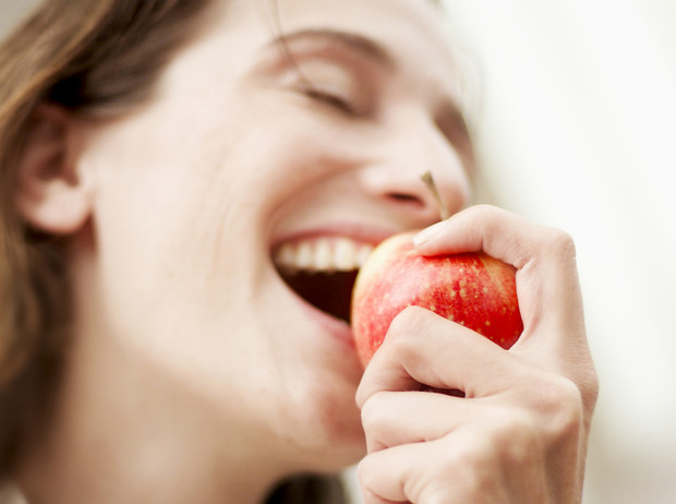 Фото №1 - 5 продуктов для идеальной чистоты зубов