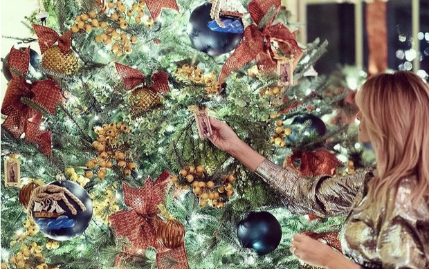 Фото №2 - Невероятно ослепительна: последнее Рождество Мелании Трамп