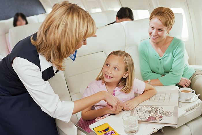Фото №1 - 7 хитрых советов, как пережить перелет с детьми