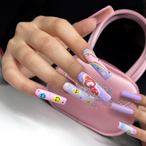 Фото №1 - Психоделика на ногтях: повторяем яркий трендовый маникюр Инстасамки