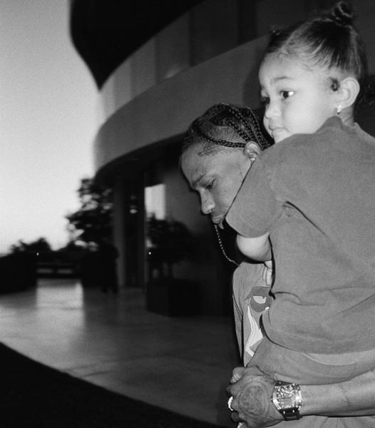 Фото №2 - Милота дня: Кайли Дженнер поделилась очаровательным видео в честь трехлетия дочери