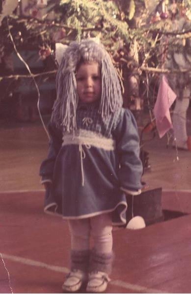 Фото №1 - Новогодние костюмы: в чем ходили на елку в прошлом веке?