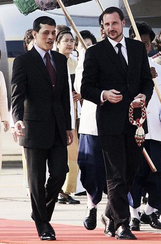 Фото №4 - Озаренный молнией: как Рама X стал самым скандальным монархом современности
