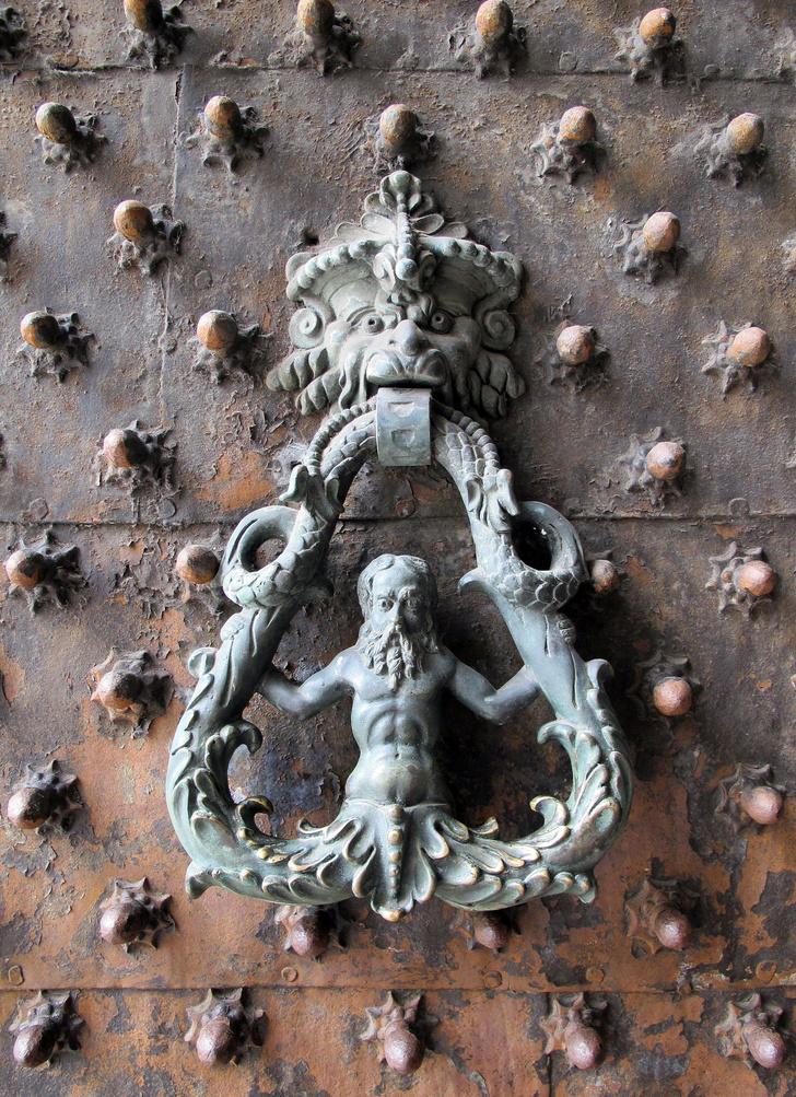 Фото №9 - Почетные стукачи: итальянские дверные молотки