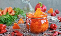 Острый морковный салат на зиму