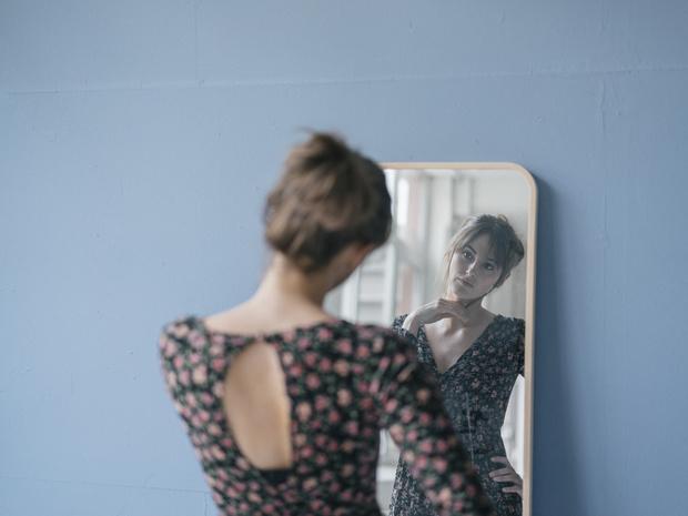 Фото №4 - Самообъективация: почему мы зациклены на собственной внешности (и что с этим делать)