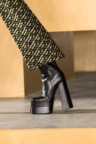 Фото №16 - Самая модная обувь осени и зимы 2021/22