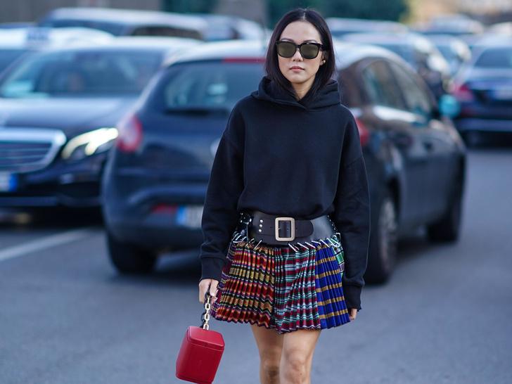 Фото №11 - С чем носить объемное худи: 8 стильных сочетаний с главной вещью года