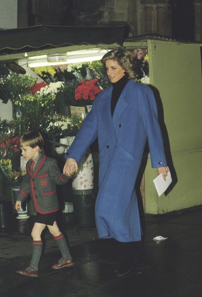Фото №15 - Как принцесса Диана вершила модную революцию, пока сестры Дженнер ходили пешком под стол