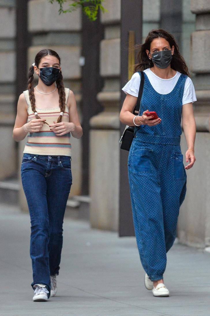 Фото №2 - Комбинезоны снова в моде. Кэти Холмс показывает, какой выбрать и с чем носить