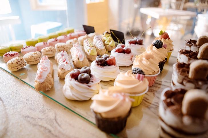 Фото №5 - Соленая карамель, брауни или «Павлова»: простые рецепты и секреты приготовления десертов из сериала «ИП Пирогова»