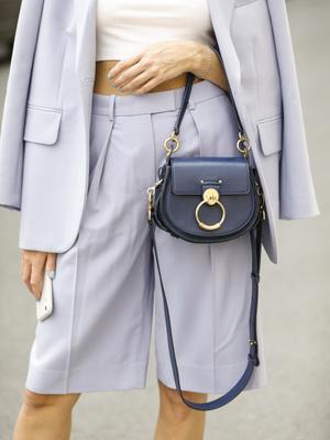 Фото №3 - Горная лаванда: 5 способов носить самый романтичный цвет