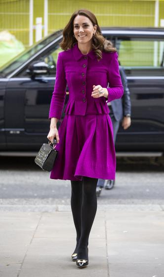 Фото №3 - Стельки, сеточки и резинки: секретные модные лайфхаки королевских особ