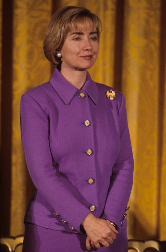 Фото №13 - Брючные костюмы и яркие цвета: модные победы Хиллари Клинтон