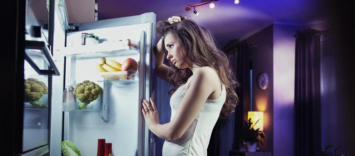 Фото №1 - Ученые объяснили ночные переедания