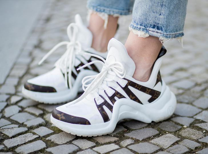 Фото №1 - Не для бега: 20 самых модных пар кроссовок весны и лета