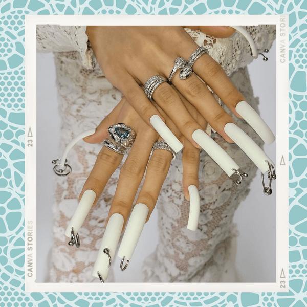 Фото №1 - Пирсинг ногтей: модный бьюти-тренд осени от Лисы из BLACKPINK