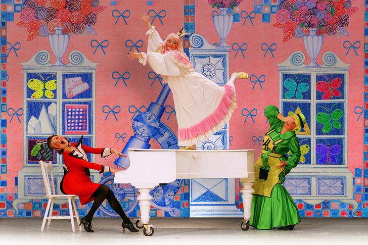 Фото №2 - Новогодняя премьера в театре клоунады