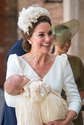 Фото №13 - Как королевские модницы носят широкие ободки (и где искать похожие)