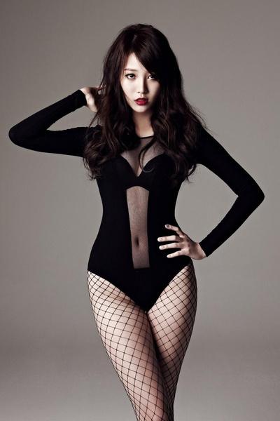 Фото №5 - K-pop style: 13 образов девушек-айдолов, рискнувших надеть просвечивающую одежду