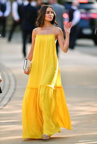 Фото №2 - Цвет силы: как Мелания Трамп, Меган Маркл и другие успешные женщины вводят в моду желтые платья