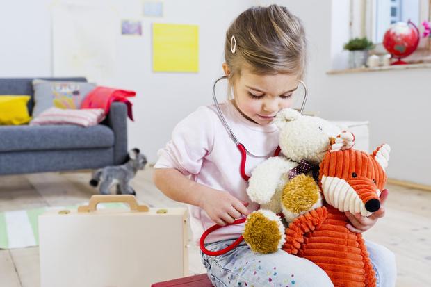 Фото №2 - Имя, планшет и бабушка: на что имеют право дети в разном возрасте